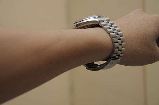 measure wrist loose watch