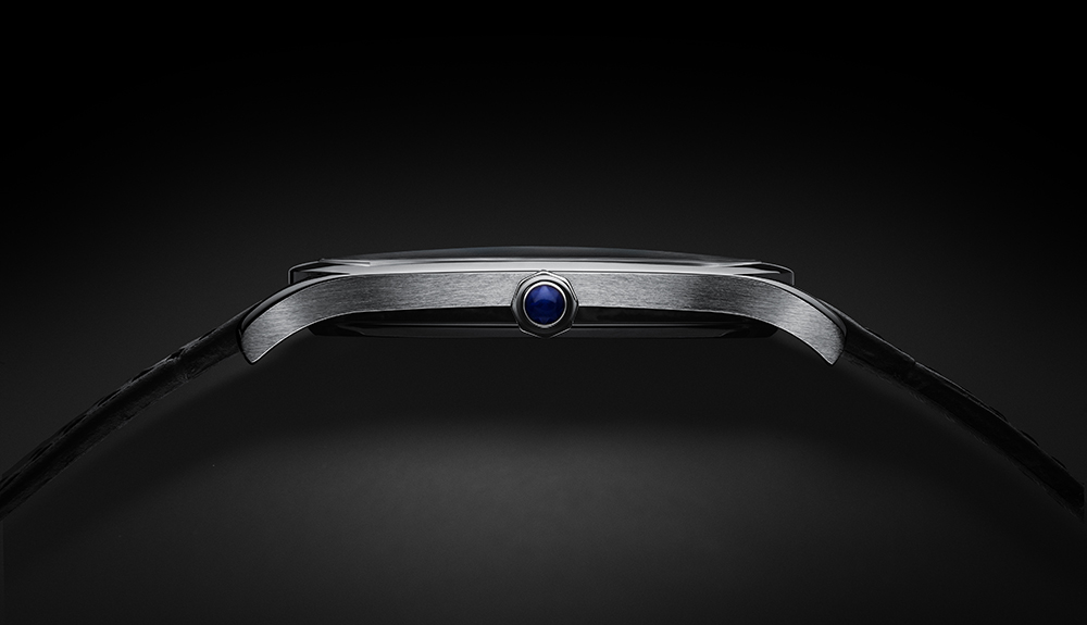 Drive de Cartier Extra Flat White Gold Side. (Images courtesy of Cartier)