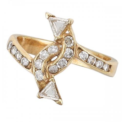 Double arrow diamond ring in 14k yellow gold