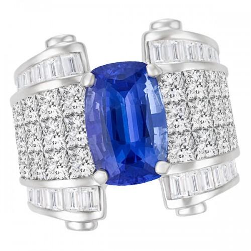 Tanzanite & diamond ring in 18k white gold.