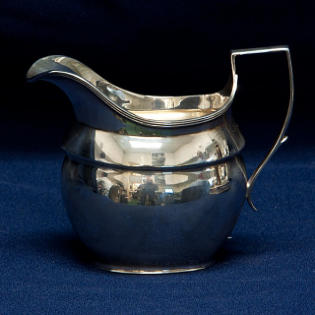 Reed & Barton English Sterling Silver 4 piece Tea Set over 56 oz troy with Silver Plate Tray image 5