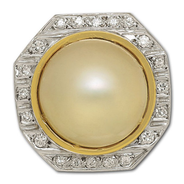Mobe pearl & diamond ring in 14k. 0.20 carats in diamonds. Size 6 image 1