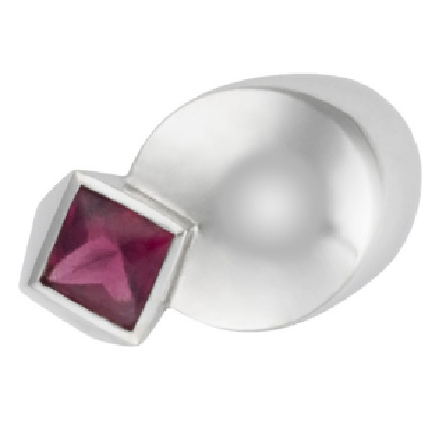 Fred Ruby Ring in 18k white gold image 2