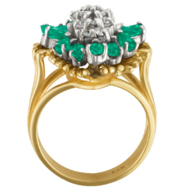 Emerald and Diamond ring in 14k yellow gold image 4