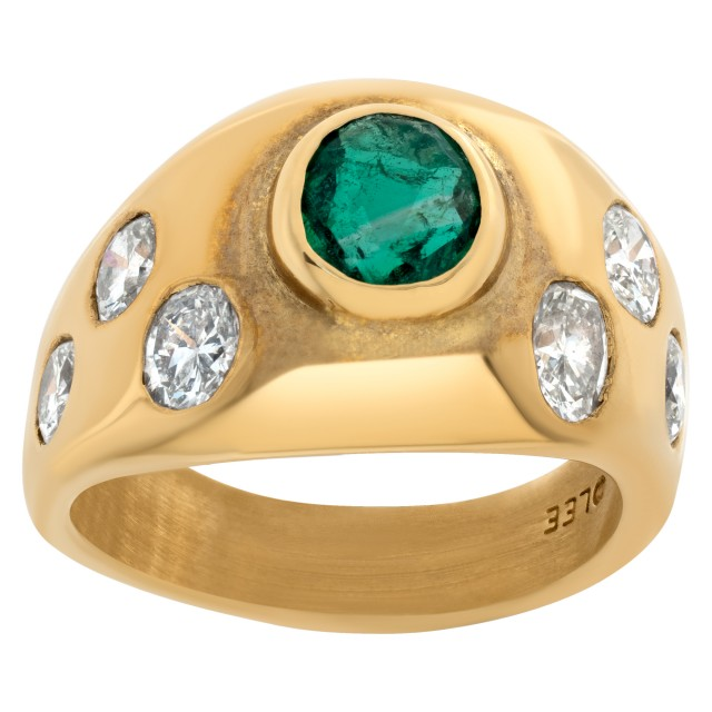 Elegant emerald ring in 18k with over 1.50 carats in oval-cut diamonds. image 1