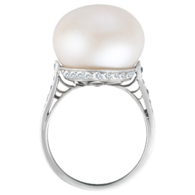 Vintage Tiffany & Co pearl & diamond ring in platinum setting image 3
