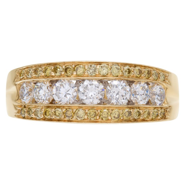 Exquisite Diamond wedding ring with 7 full cut round brilliants diamonds set in 14K yellow gold. image 1