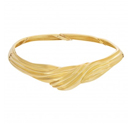 Stylish stiff choker in 18k yellow gold with twisted center design.