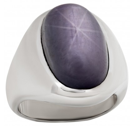 Oval cut Plum star-sapphire ring in 14k white gold