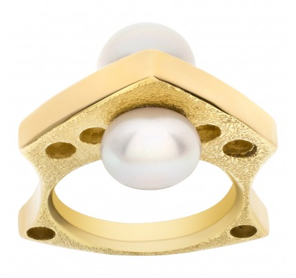 Unqiue Double pearl ring in 14k yellow gold. Size 6.25