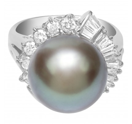 Pearl ring in platinum with 0.16 cts in diamonds and 12mm black pearl