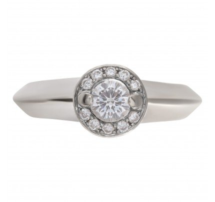 Diamond ring in 18k white gold with approximately 0.43 carats