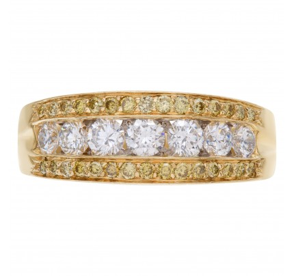 Exquisite Diamond wedding ring with 7 full cut round brilliants diamonds set in 14K yellow gold.