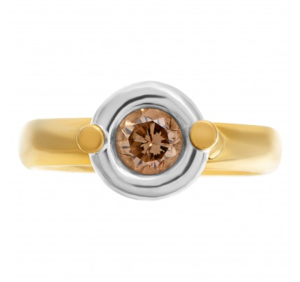 Bezel set diamond ring in 18k with an aproxiamte 0.75 carat Champange-VS Clarity diamond