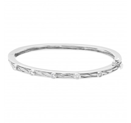 Beautiful bangle with five diamonds total 0.50 carats set in 14k white gold