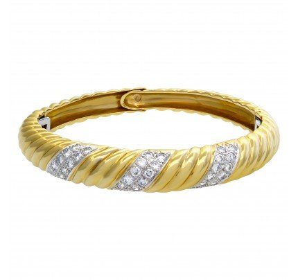 Diamond bangle in 18k yellow gold