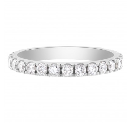 Diamond eternity band in 18k white gold