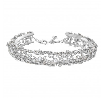 Remarkable diamond bangle in 18k white gold with 4.13 carats in diamonds