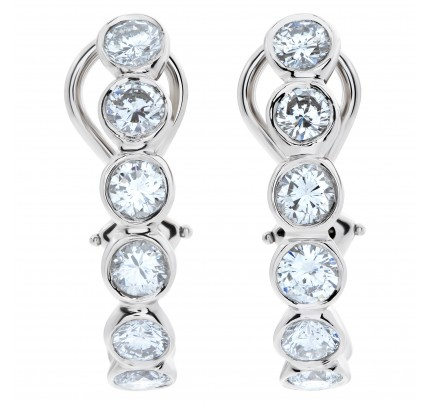 Platinum semi-hoop earrings with 3.75 carats in round diamonds