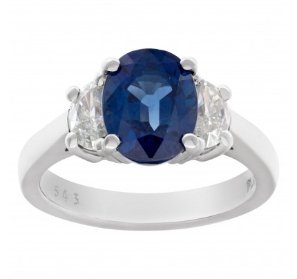 Gorgeous blue sapphire and diamond ring in platinum
