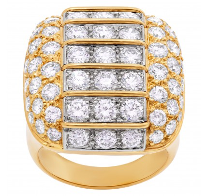 Cushion diamond cocktail ring in 18k with diamonds