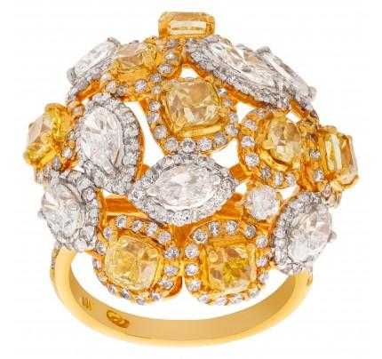 Fancy yellow diamond ring set in 18k