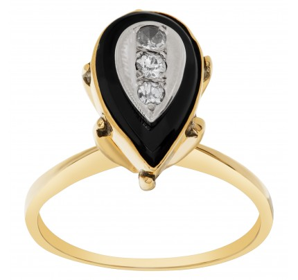 Diamond and onyx ring in 14k yellow gold
